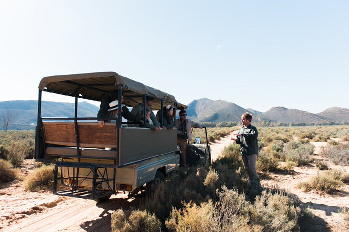Ranger giving information on the Aquila Safari Day trip