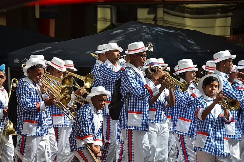 Troupe of minstrels marching through Cape Town (2017)  By Olga Ernst - Own work, CC BY-SA 4.0, https://commons.wikimedia.org/w/index.php?curid=69753776